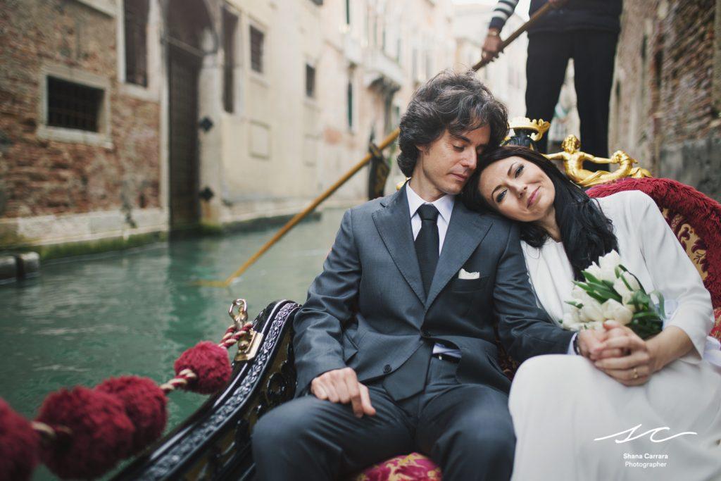 elope in a gondola venice
